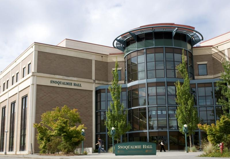 Picture of Snoqualmie Hall on the Lynnwood Campus