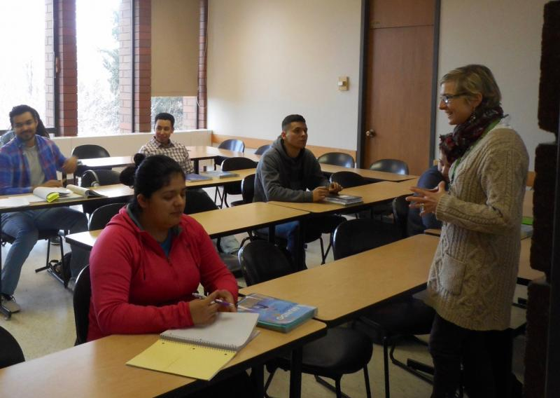 Dr. Kasselis interacts with Heritage Spanish speakers using Spanish pop music