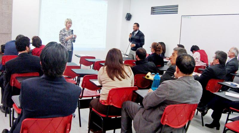 Laura Milner leads a discussion at Universidad los Libertadores in Bogotá, Colombia.