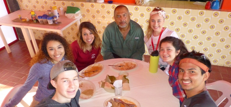 ¡SOBRE México! Scholars eating pizza (from left to right: Brady, Taylor, Stacy, Cameron, Lily, Sam)